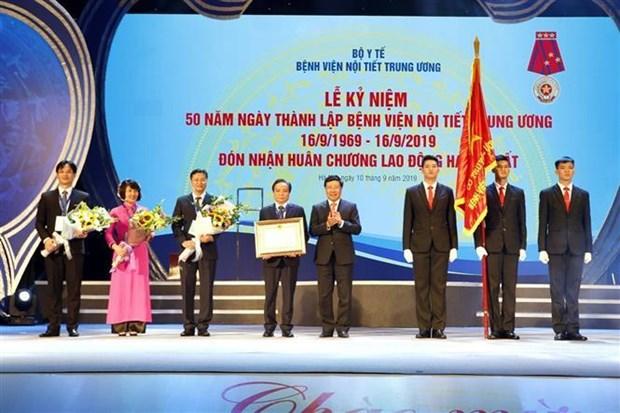 越南中央内分泌科医院成立50周年纪念典礼在河内举行 hinh anh 2