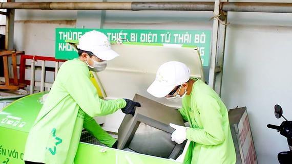 呼吁民众携手做好电子垃圾回收与处理 hinh anh 1