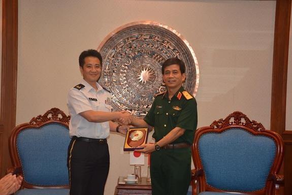 越南与日本为举行重型工兵装备训练做好准备 hinh anh 2