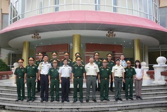 越南与日本为举行重型工兵装备训练做好准备 hinh anh 3
