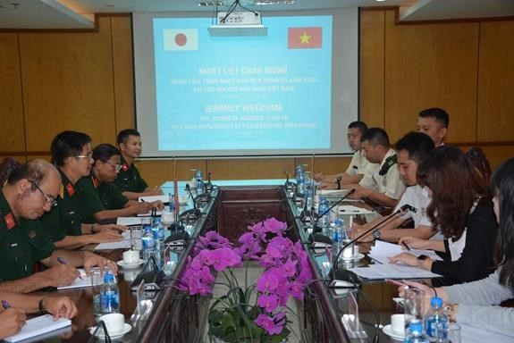 越南与日本为举行重型工兵装备训练做好准备 hinh anh 1
