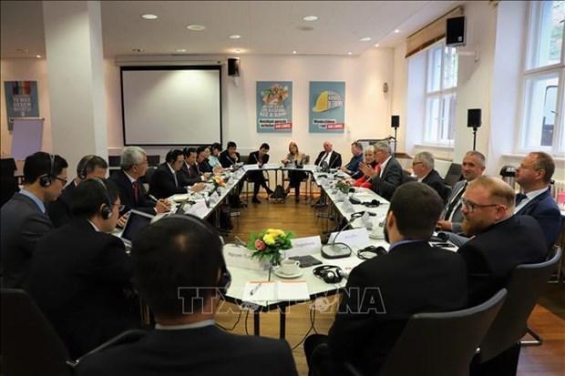 越南共产党与德国左翼党第二次政策对话会在德国召开 hinh anh 1