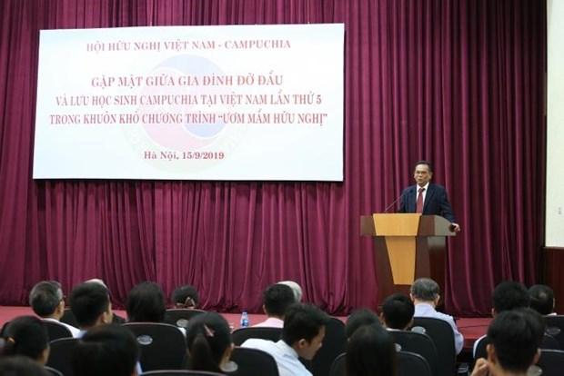第五次越南柬埔寨留学生与寄宿越南家庭见面会在河内举行 hinh anh 2