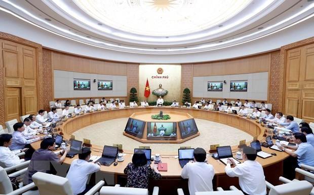 越南政府发布8月份例行会议决议:确保重点工程项目按期保质完成 hinh anh 1
