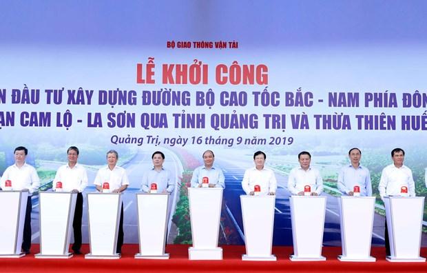 政府总理阮春福出席2017-2020年阶段东部北南高速公路甘露-罗山路段建设项目动工兴建仪式 hinh anh 1