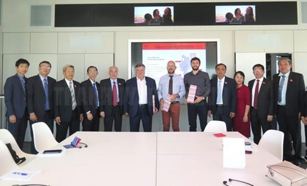 胡志明市国会代表团与法国里昂分享城市发展经验 hinh anh 2
