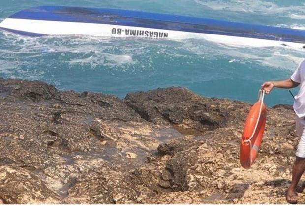 印尼巴厘岛翻船事故致2名外国游客遇难 hinh anh 1