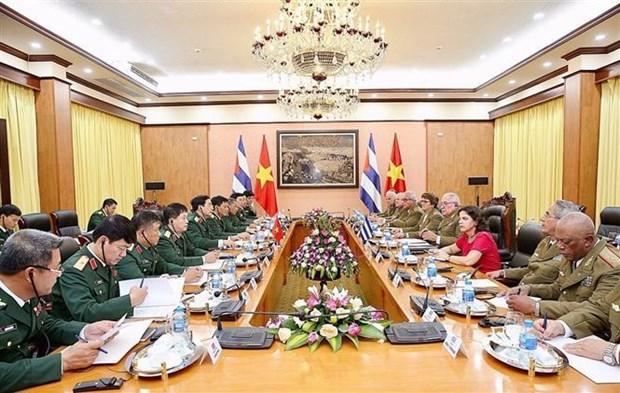 越南人民军高级军事代表团同古巴高级军事代表团举行会谈 hinh anh 2