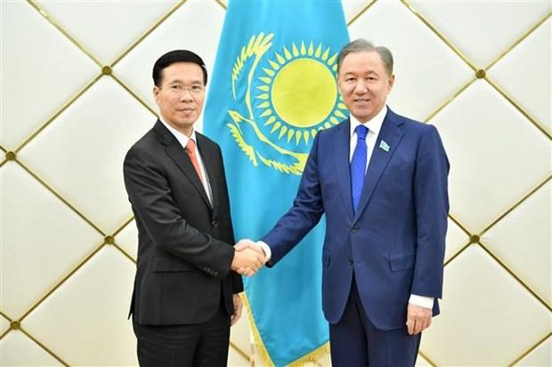 越共中央宣教部部长武文赏对哈萨克斯坦进行工作访问 hinh anh 1