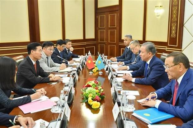 越共中央宣教部部长武文赏对哈萨克斯坦进行工作访问 hinh anh 2