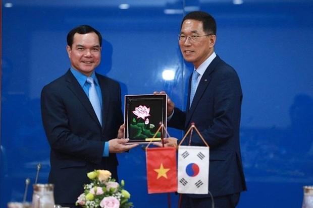 越南劳动总联合会主席会见韩国工会联合会代表团 hinh anh 1