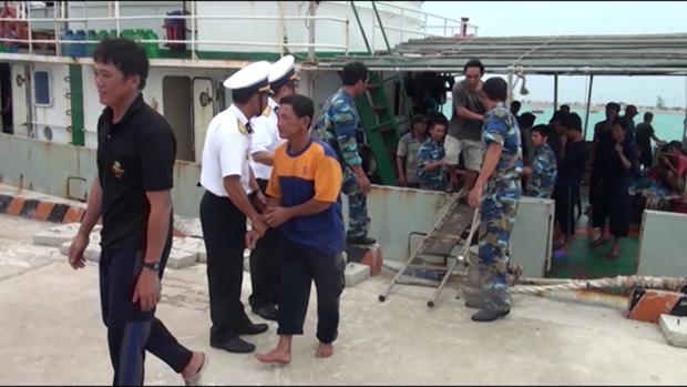 海上遇险的广义省46名渔民安全回到陆地 hinh anh 1