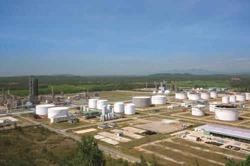 原油进口税降至零—越南蓉桔炼油厂的大好机会 hinh anh 1