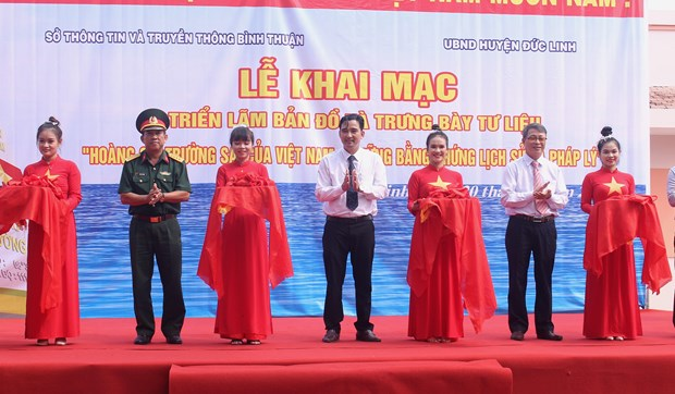 """""""黄沙、长沙归属越南——历史证据和法律依据""""地图资料展在平顺省举行 hinh anh 1"""