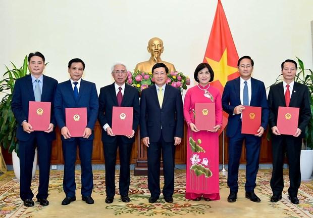 2019-2022年任期六位新任驻外大使任命书颁发仪式在河内举行 hinh anh 1
