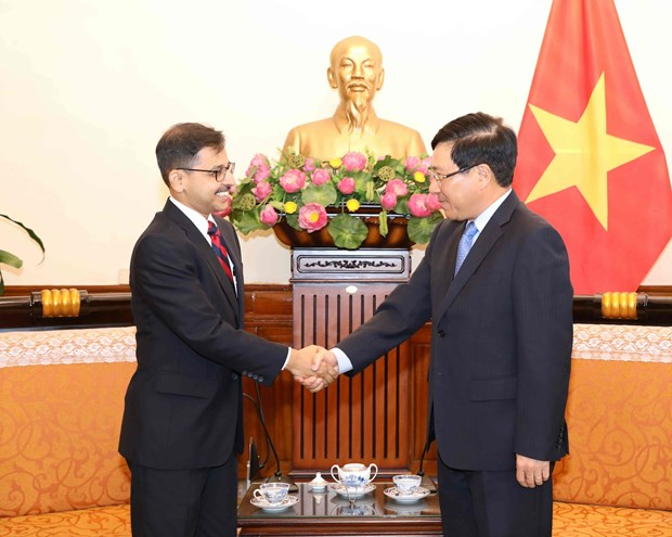 越南政府副总理兼外长范平明会见印度新任驻越大使普拉奈·维尔马 hinh anh 1