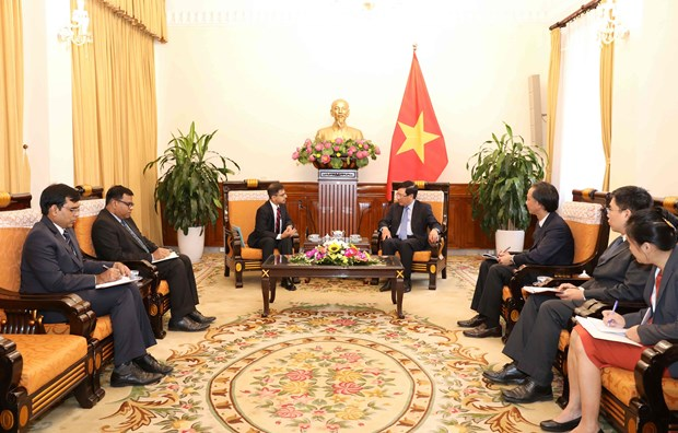 越南政府副总理兼外长范平明会见印度新任驻越大使普拉奈·维尔马 hinh anh 2