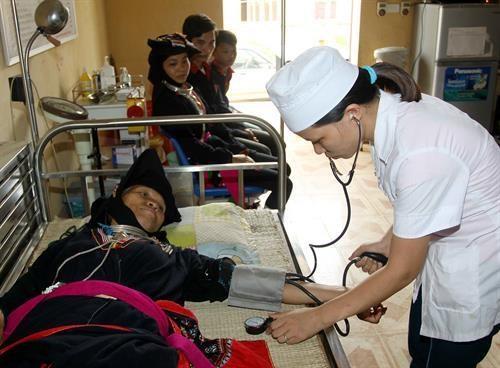 河内市注重提高少数民族的医疗保健质量 hinh anh 1