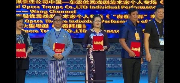 2019年中国-东盟戏剧周:越南丽玉剧团荣获金奖 hinh anh 1