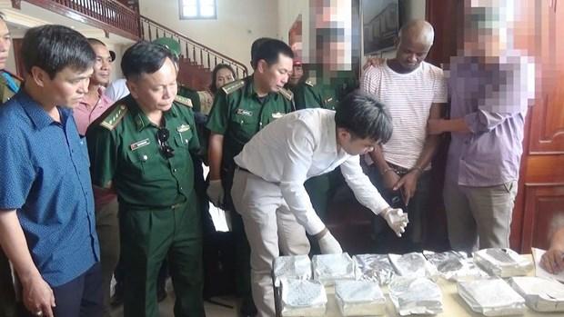 越南公安单位破获一起跨境贩毒案 缴获14.7公斤冰毒 hinh anh 2