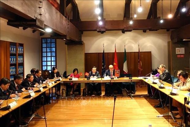 越南国会副主席冯国显对意大利进行工作访问 hinh anh 2