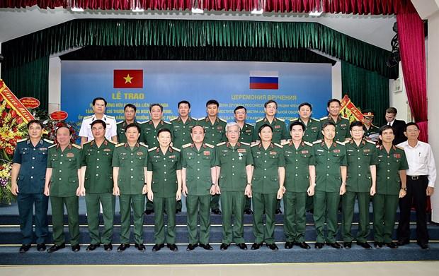 越南国防部副部长阮志咏荣获俄罗斯友谊勋章 hinh anh 2