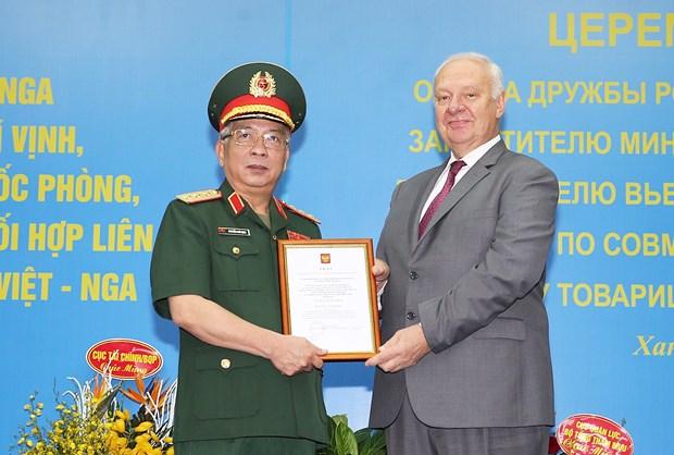 越南国防部副部长阮志咏荣获俄罗斯友谊勋章 hinh anh 1