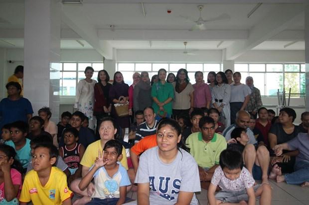 在马来西亚东盟妇女俱乐部大力开展慈善活动 hinh anh 2