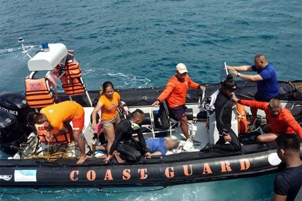 菲律宾长滩岛发生翻船事件致7人死亡 hinh anh 1