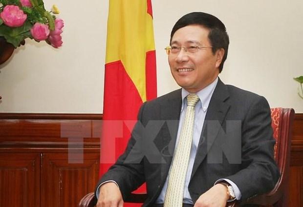 越南政府副总理范平明回答有关货物原产地及辅助工业的询问 hinh anh 1