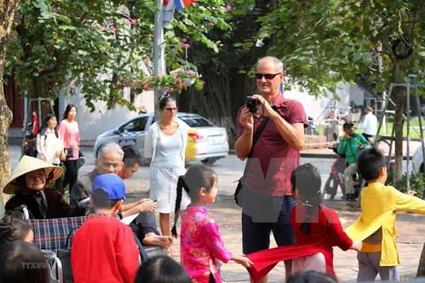 河内市接待外国游客人数突破470万人次 hinh anh 2