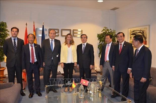 越共中央经济部部长阮文平对西班牙进行工作访问 hinh anh 1