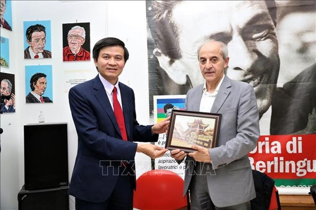 进一步加强越南共产党与意大利共产党的关系 hinh anh 1