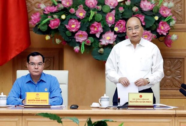 阮春福出席政府与劳动总联合会协调工作会议 hinh anh 1