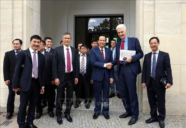 越南代表团赴德国了解双元制职业教育模式 hinh anh 1