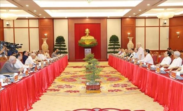 原党和国家领导人向2011版纲领实施10年总结报告草案和政治报告草案提出意见 hinh anh 1
