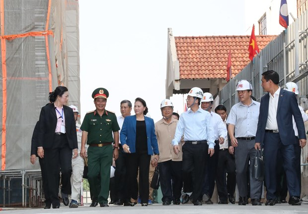 越南国会主席阮氏金银到老挝国会大厦施工现场视察督导 hinh anh 2