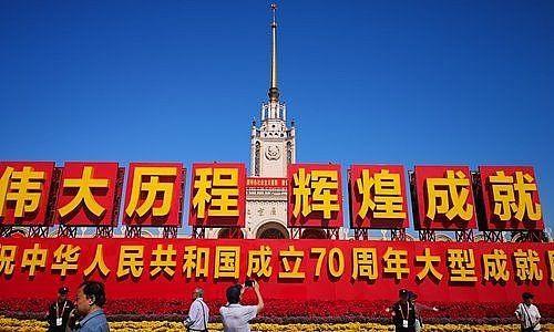 越南党和国家领导人祝贺中华人民共和国成立70周年 hinh anh 1
