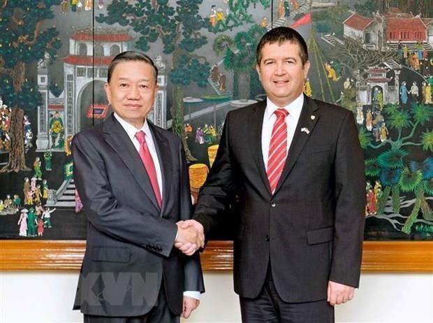 越南公安部与捷克共和国内务部加强打击犯罪的合作 hinh anh 1
