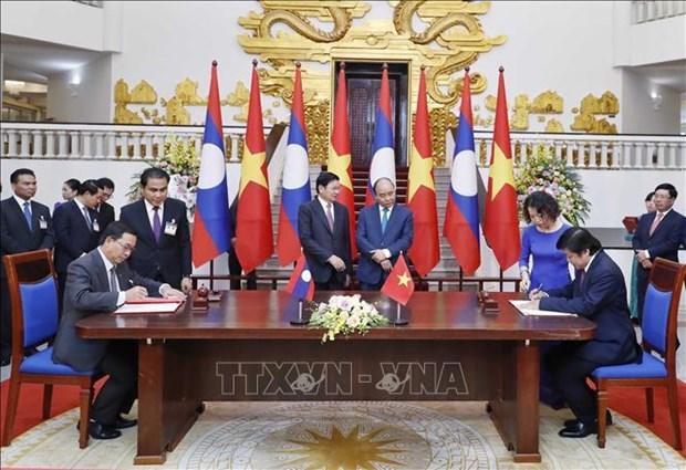 越南政府总理阮春福与老挝总理通伦·西苏里举行会谈 hinh anh 3