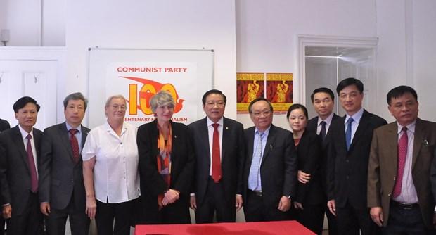 越南共产党代表团访问大不列颠及北爱尔兰联合王国 hinh anh 3
