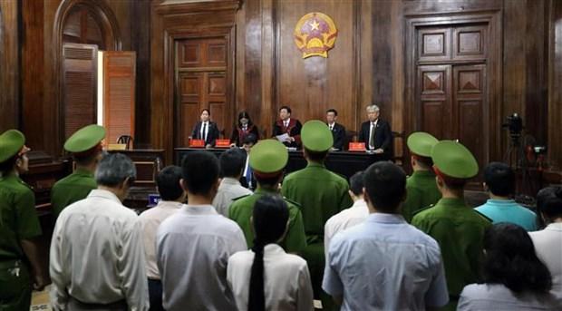 抗癌制假案件:判处两名主谋有期徒刑17年和20年 hinh anh 1