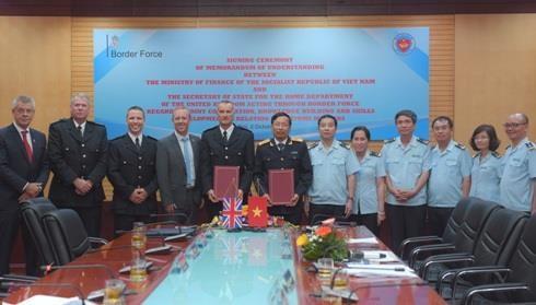越南海关与英国边境部队管理局签署合作备忘录加强业务合作 hinh anh 2