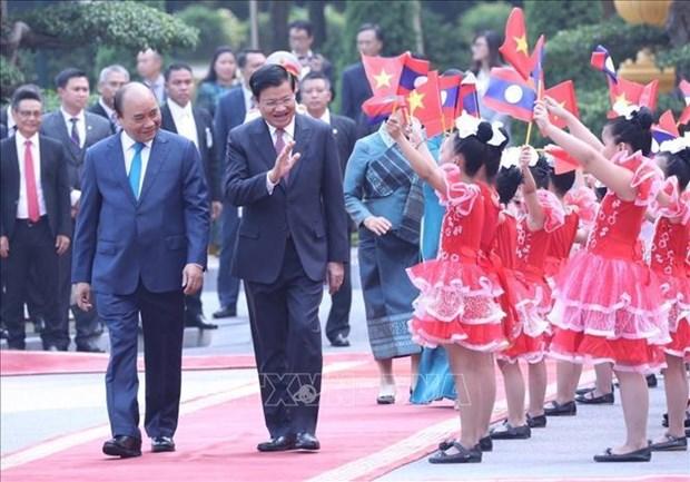老挝媒体密集报道老挝总理通伦访越之旅 hinh anh 1