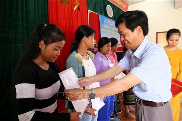 越南广治省350名老挝公民加入越南国籍 hinh anh 1
