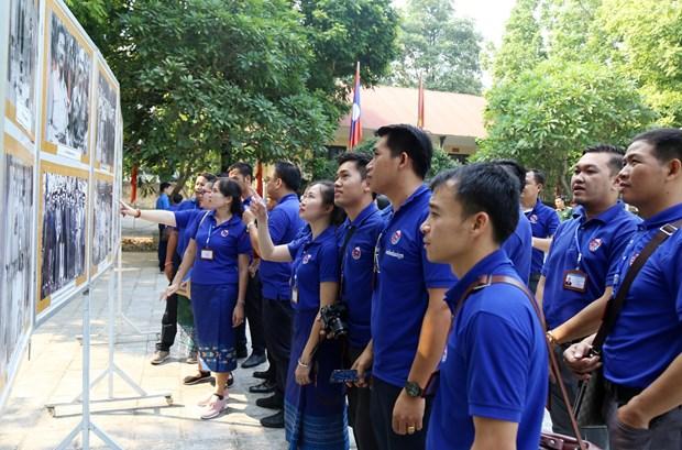 老挝人民革命青年代表团访问越南和平省 hinh anh 2