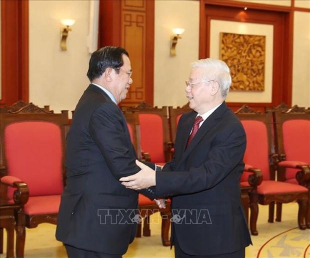 越共中央总书记、国家主席阮富仲会见柬埔寨人民党主席、政府首相洪森 hinh anh 1