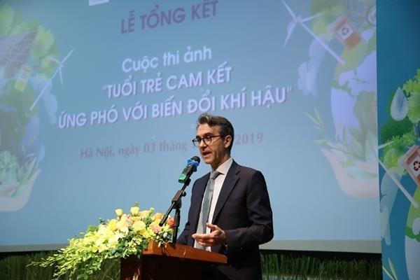 法国大使承诺将与越南一道同行应对气候变化和开展灾后重建 hinh anh 2