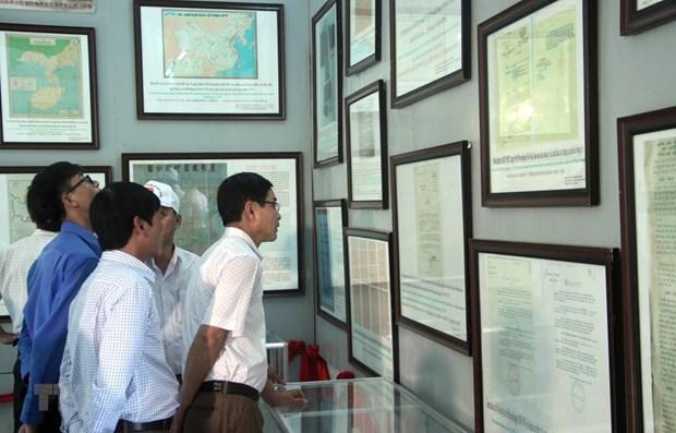 """""""黄沙、长沙归属越南——历史证据和法律依据""""展览会在广南省举行 hinh anh 1"""