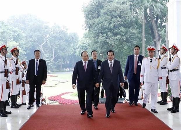 越南政府总理阮春福同柬埔寨首相洪森举行会谈 hinh anh 2